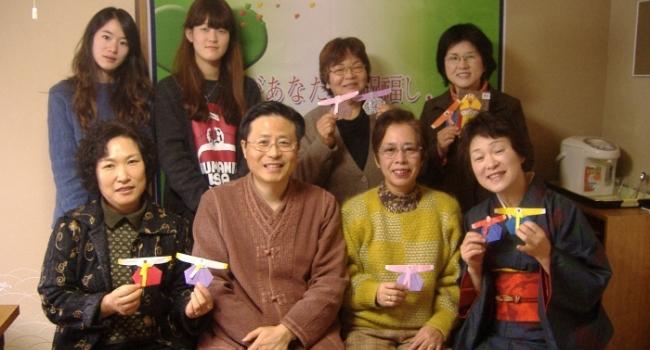 한국에서 온 대학생들과 함께<br>